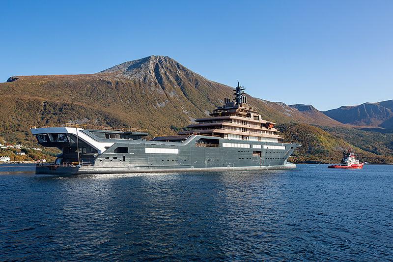 REV Ocean yacht arriving at Vard Brattvaag