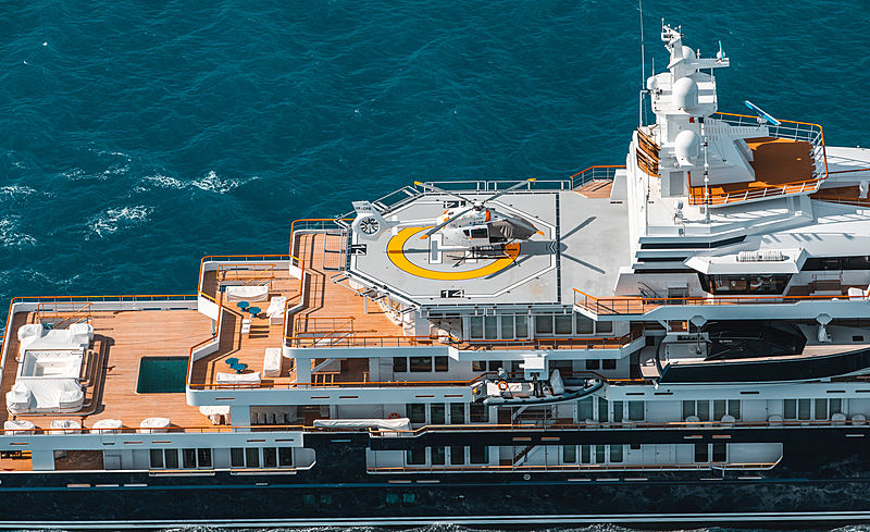 Ulysses yacht cruising off Juan-le-Pins