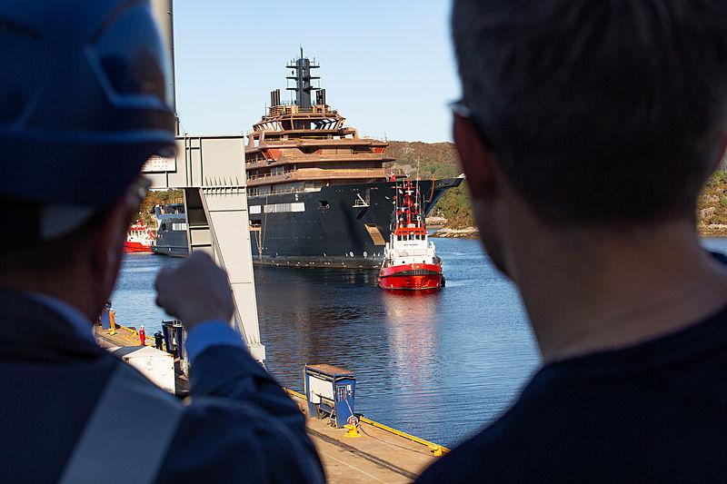 REV Ocean yacht arriving at Vard
