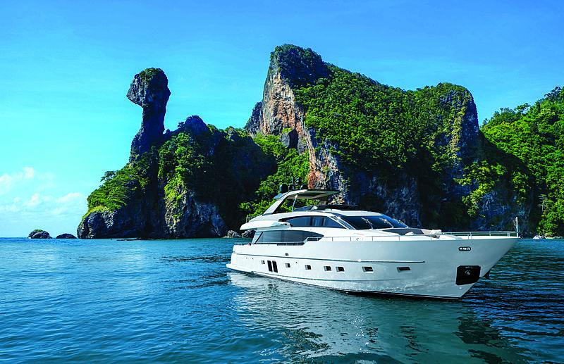 SanLorenzo 86/692 yacht interior