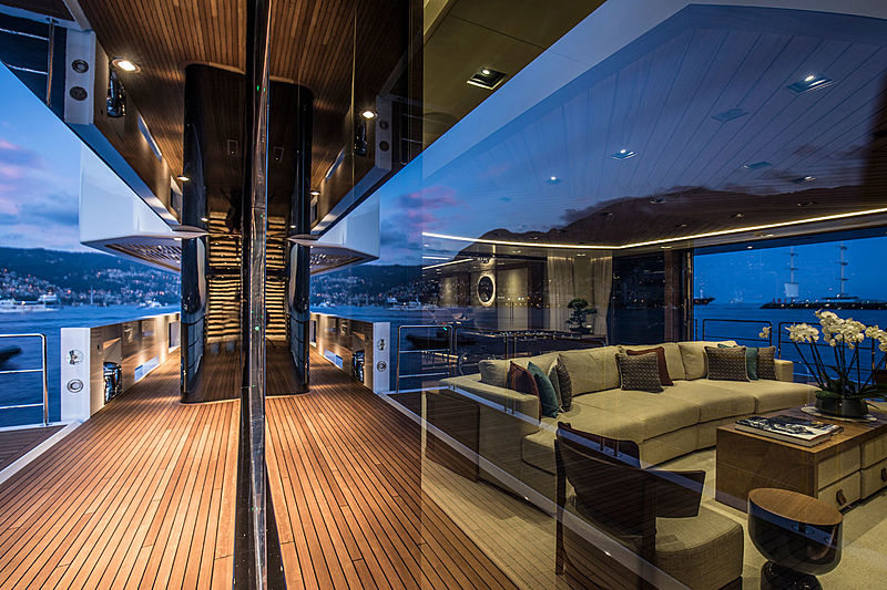 Admiral yacht Life Saga sidedeck