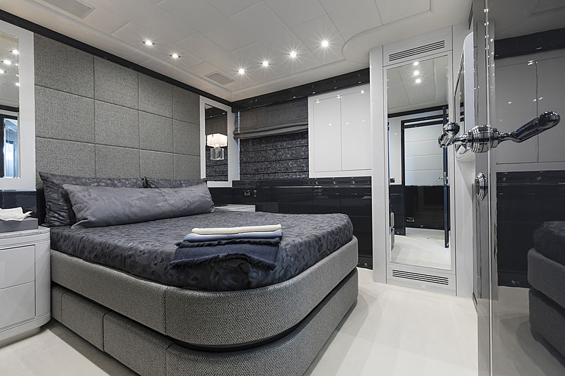 Veni Vidi Vici yacht stateroom