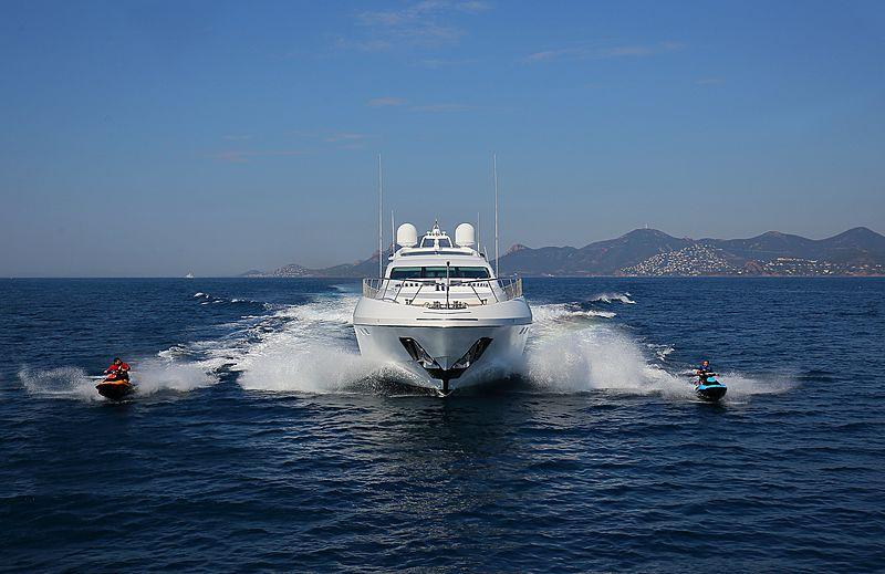 Veni Vidi Vici yacht cruising