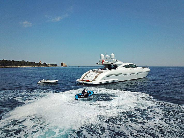 Veni Vidi Vici yacht with tender and jet ski