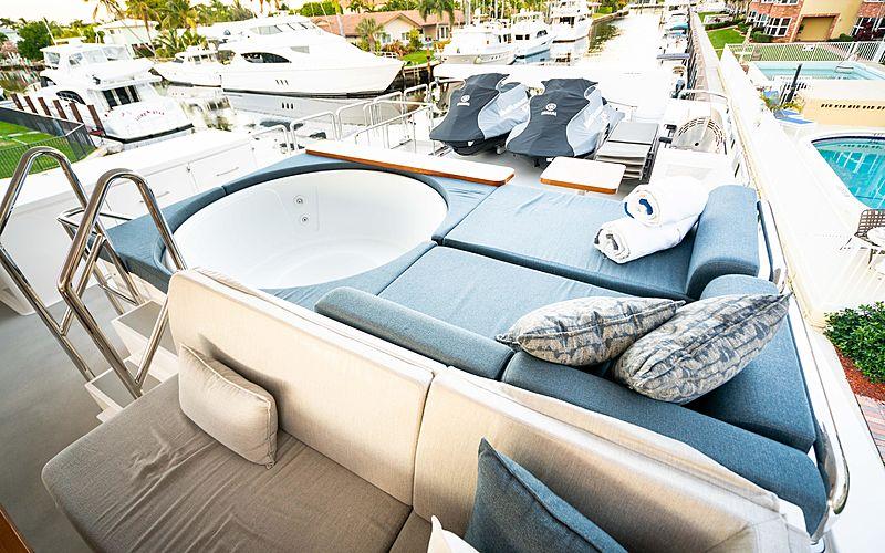 MB3 yacht jacuzzi