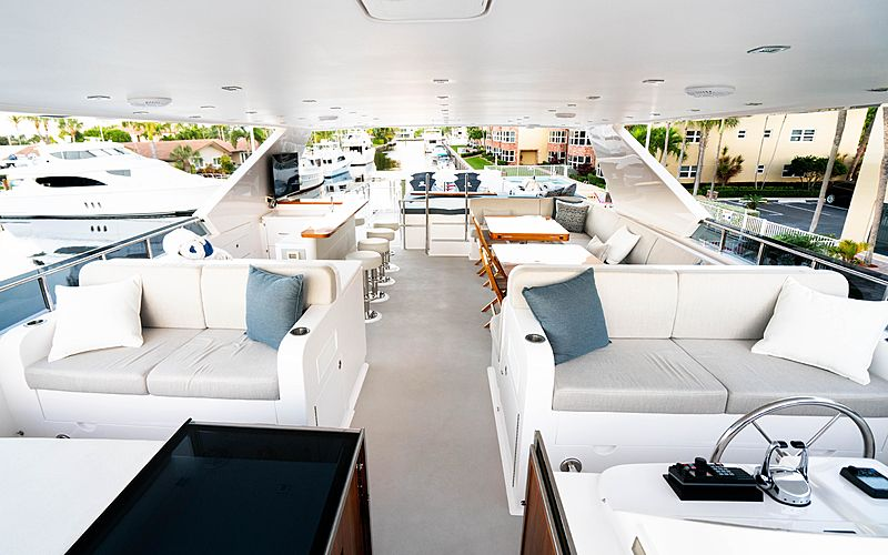 MB3 yacht sundeck