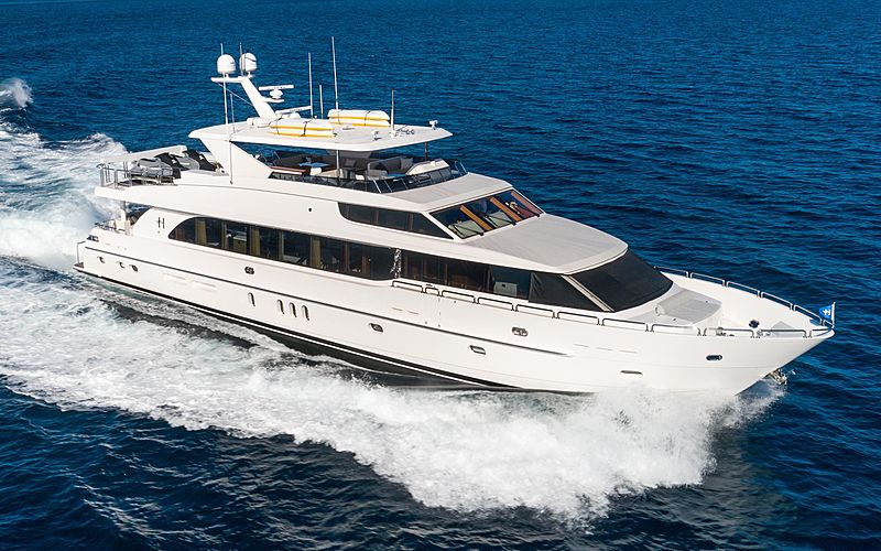MB3 yacht cruising