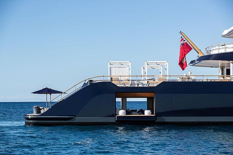 Lonian yacht beach club