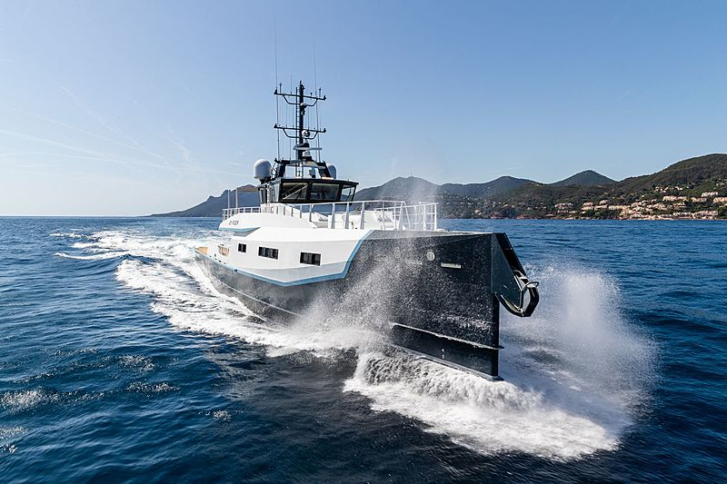 Joy Rider yacht running