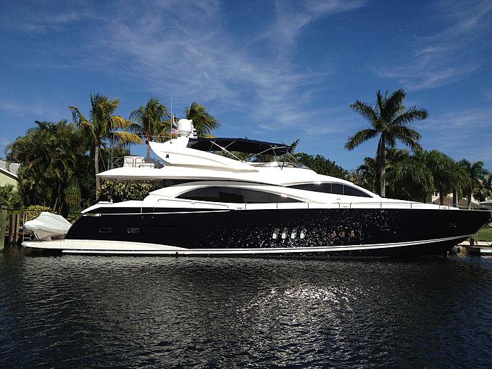 El Tio yacht in marina
