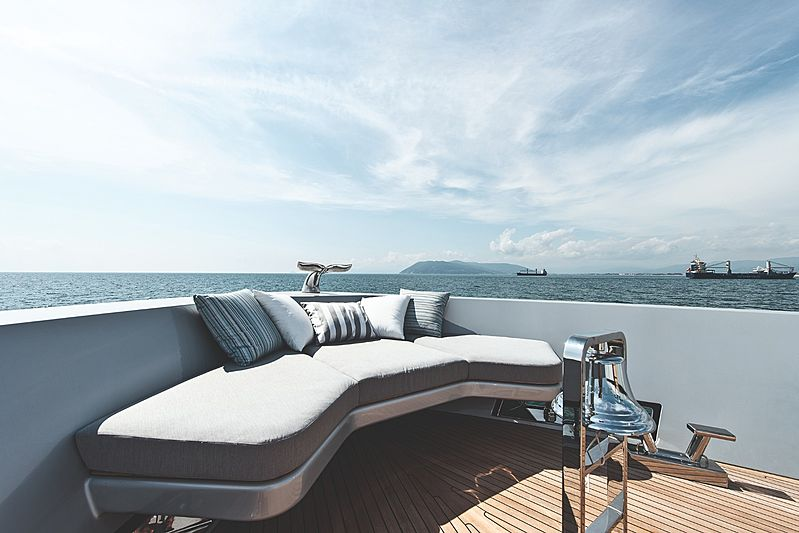 Modus yacht foredeck