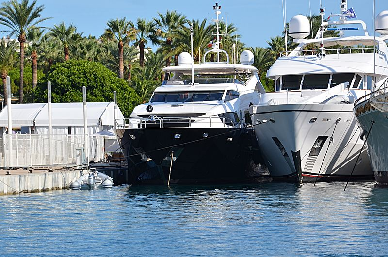 Black & White yacht in Port Canto