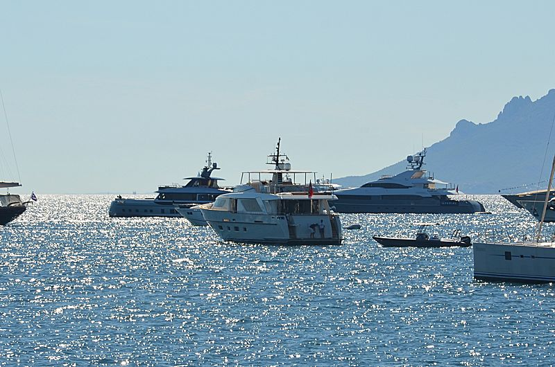 Elmo of London yacht anchored off Cannes