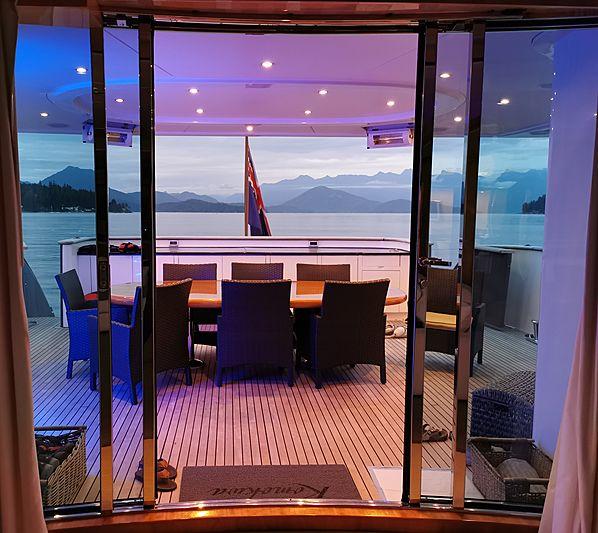Komokwa yacht af deck