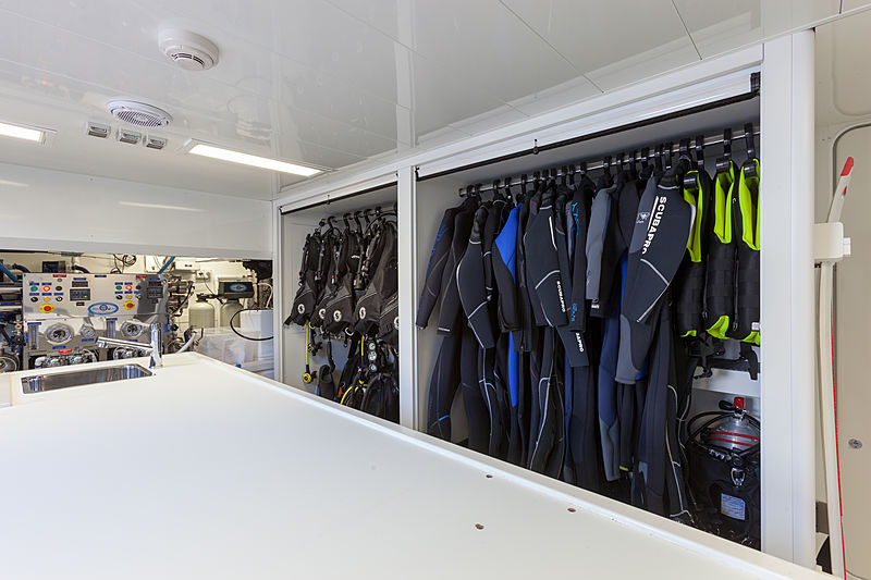 Acala yacht dive room