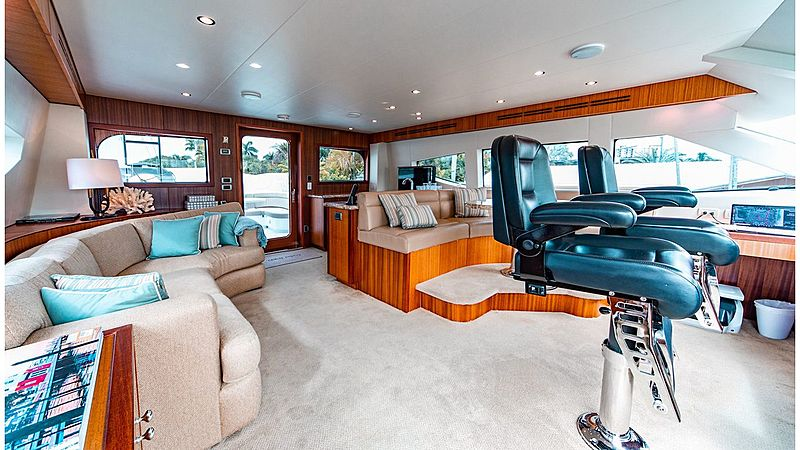 Family Jewel yacht wheelhouse and skylounge
