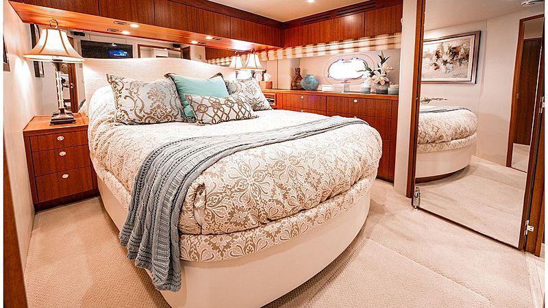 Family Jewel yacht stateroom