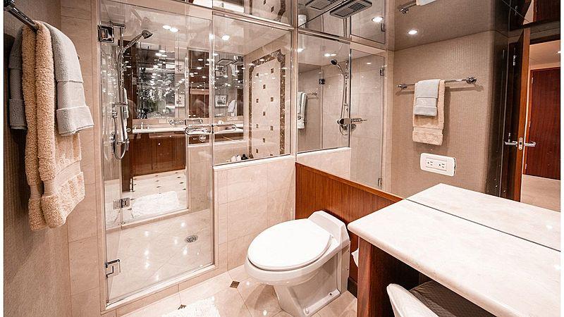 Family Jewel yacht bathroom