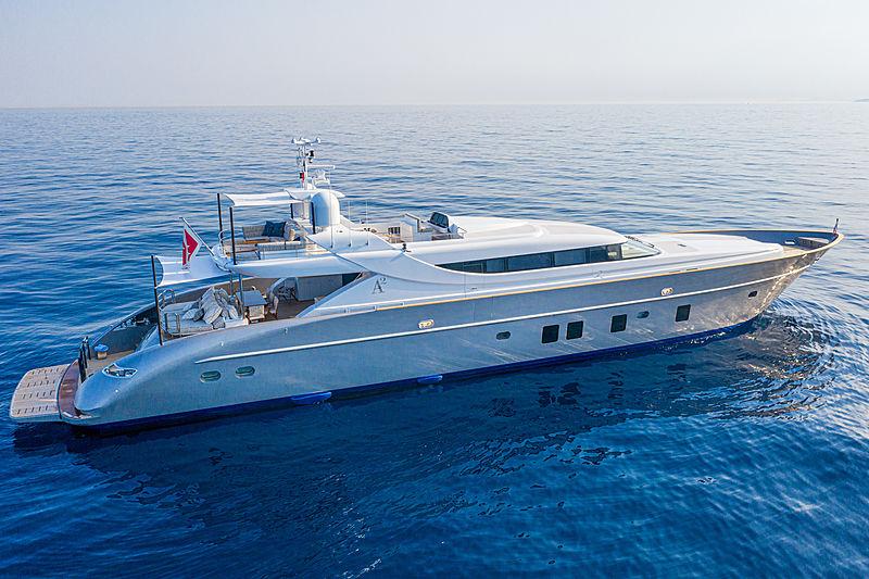 A2 yacht exterior