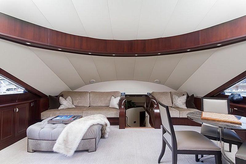 Liquidity yacht lounge