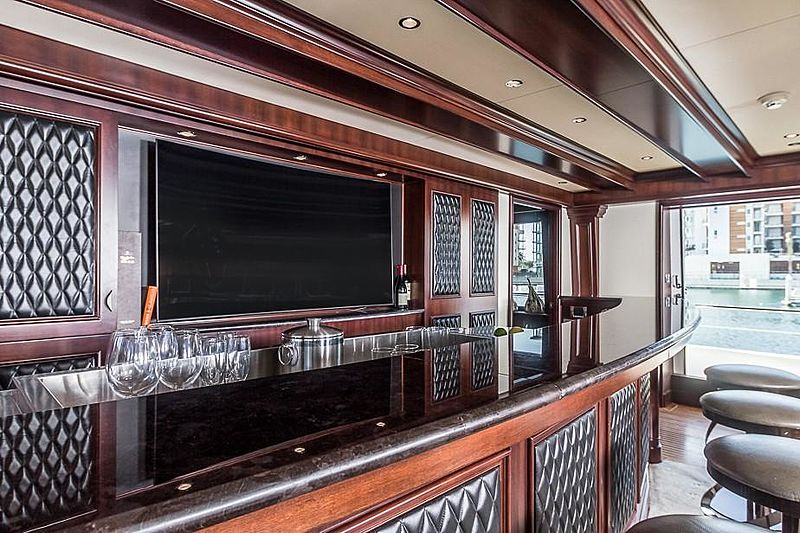 Liquidity yacht bar
