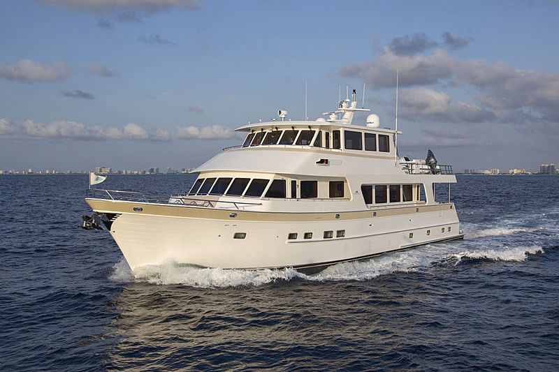 Simon Says yacht cruising