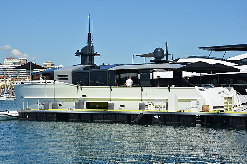 Milu yacht in Cannes