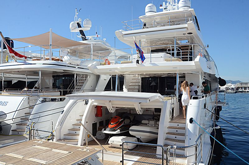 Waves yacht in Cannes