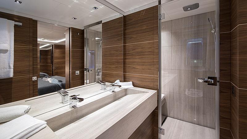 Stella M yacht bathroom