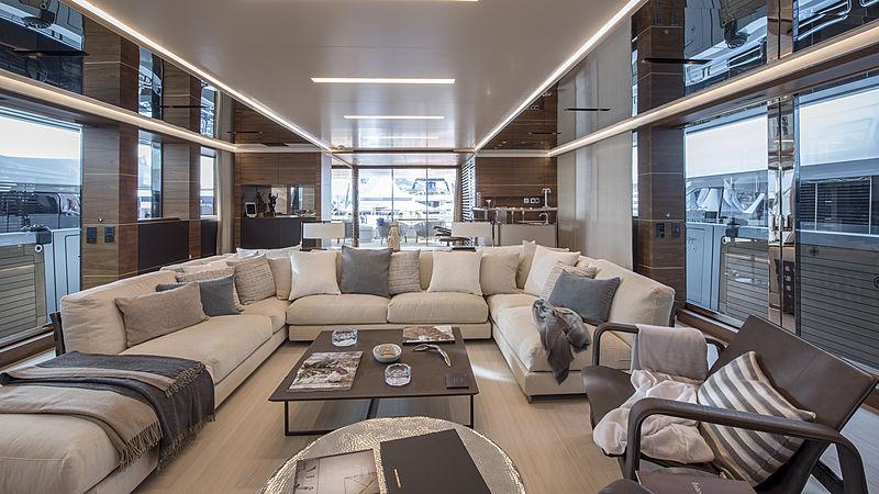 Stella M yacht saloon