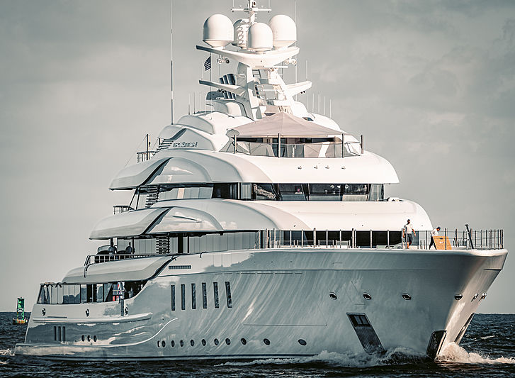 Madsummer yacht by Lürssen arriving in Fort Lauderdale