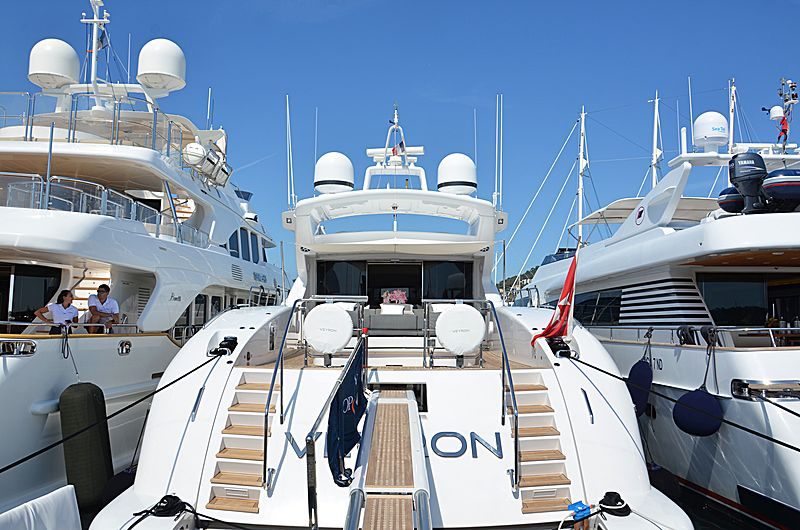 Veyron yacht in Port Canto