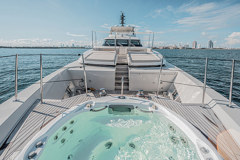 Ruscello yacht foredeck pool