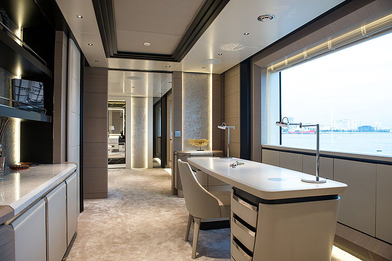 Virtus yacht study room