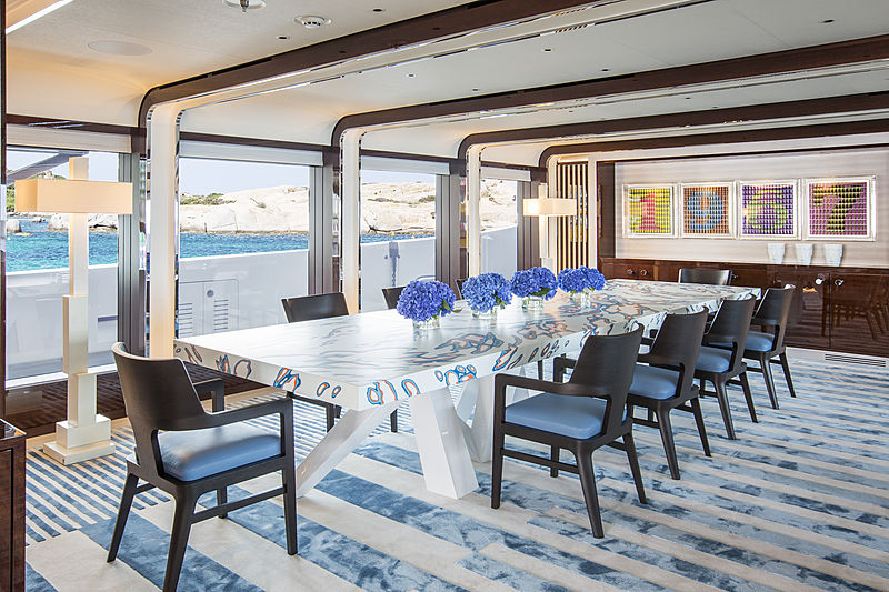 Madsummer yacht dining table