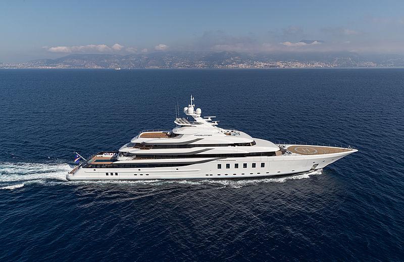 Madsummer yacht cruising