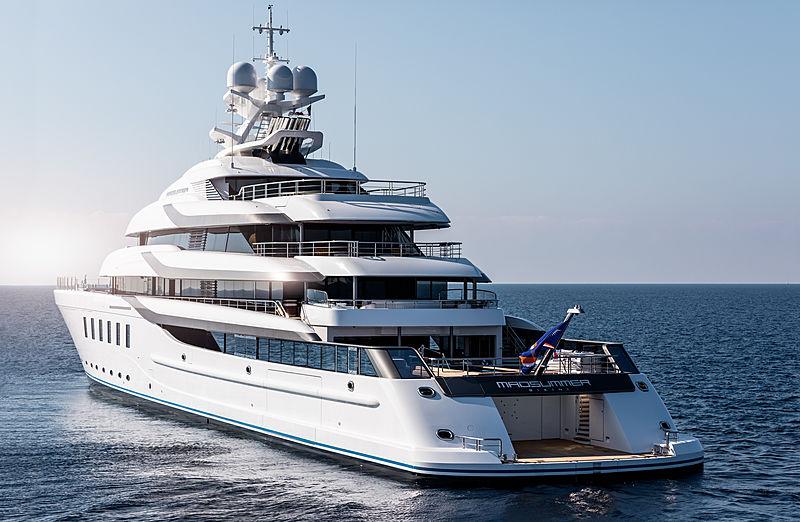 Madsummer yacht stern