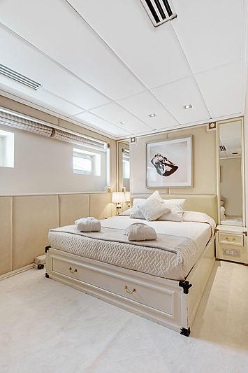 Adamas II yacht guest's cabin