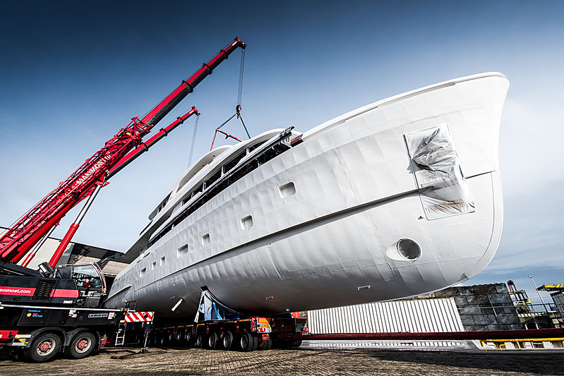 Moonen Martinique #02 hull superstructure joining