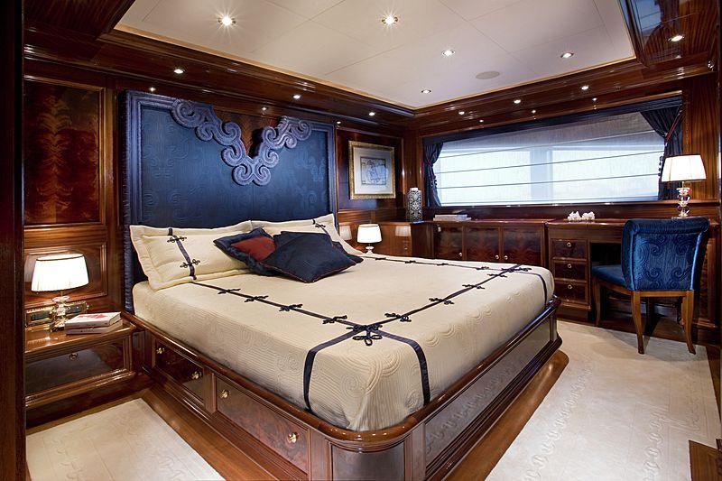 Blue Eyes London yacht stateroom