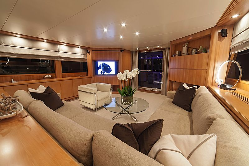 Panthours yacht saloon