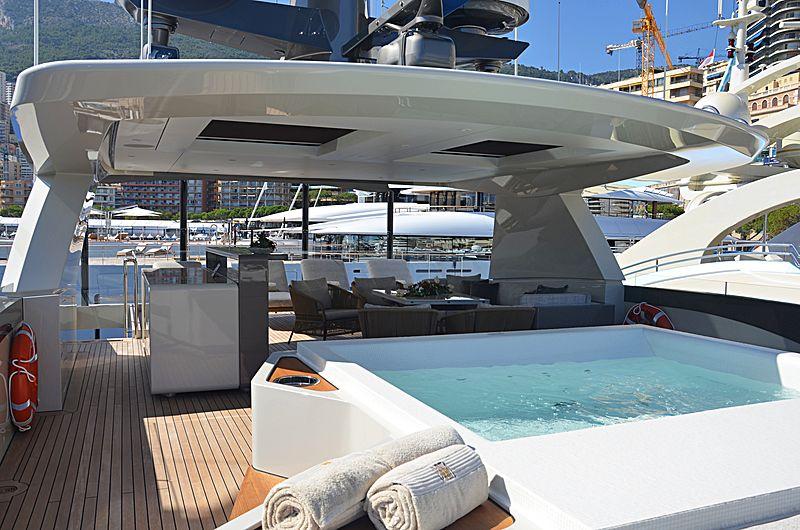 Bintador yacht sundeck