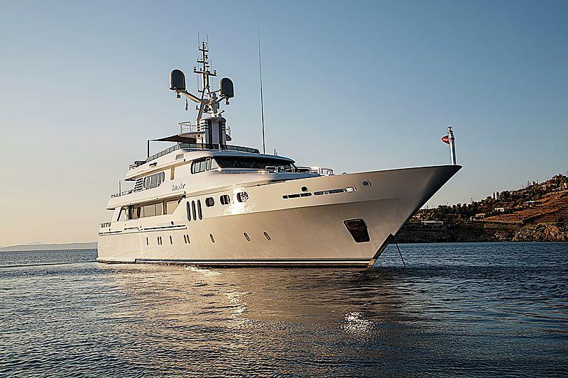 Invader yacht at anchor