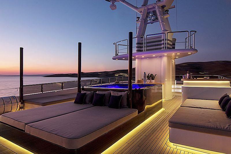 Invader yacht sundeck