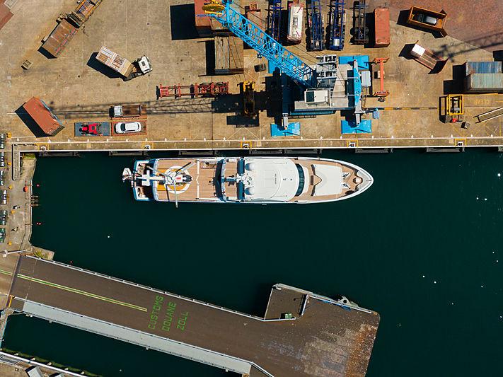 Flying Manta at St Peter Port