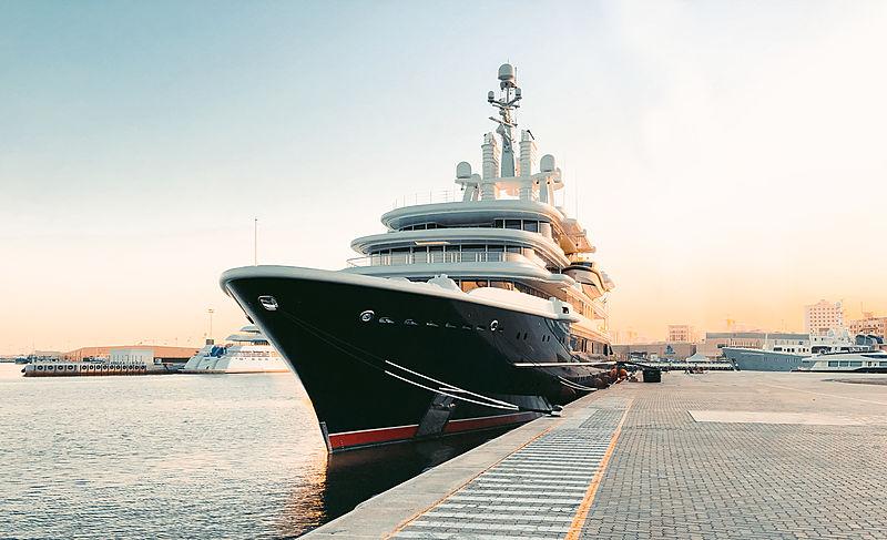 Luna yacht in Dubai