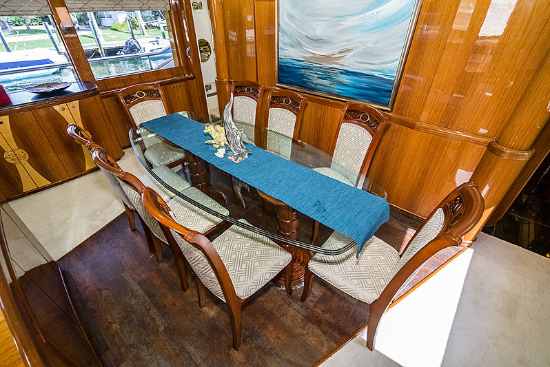 Illusion yacht dining table
