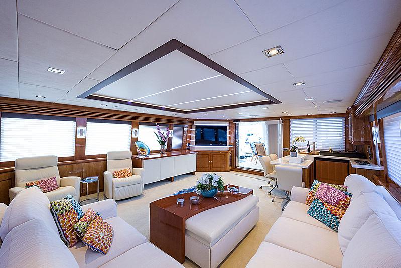 Ossum Dream yacht saloon
