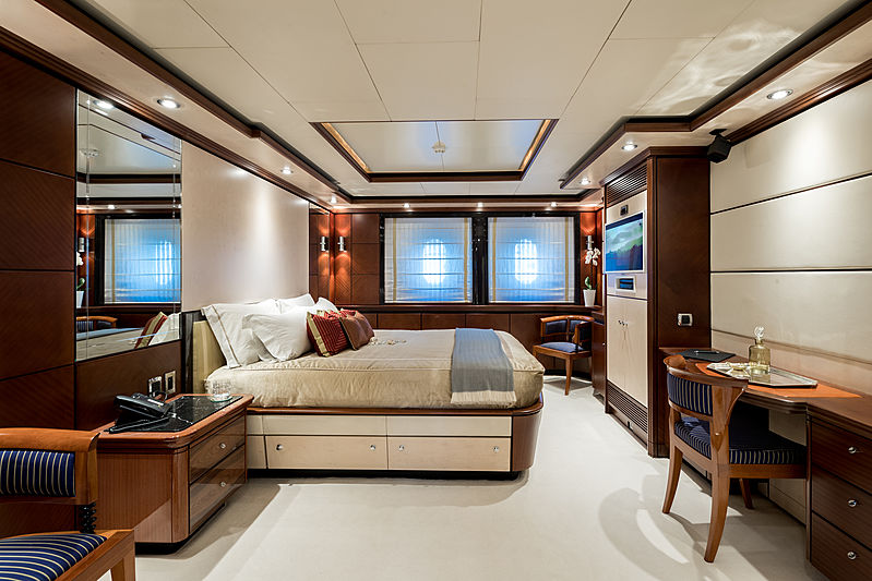 Magenta M yacht guests's cabin