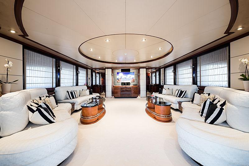 Magenta M yacht main saloon